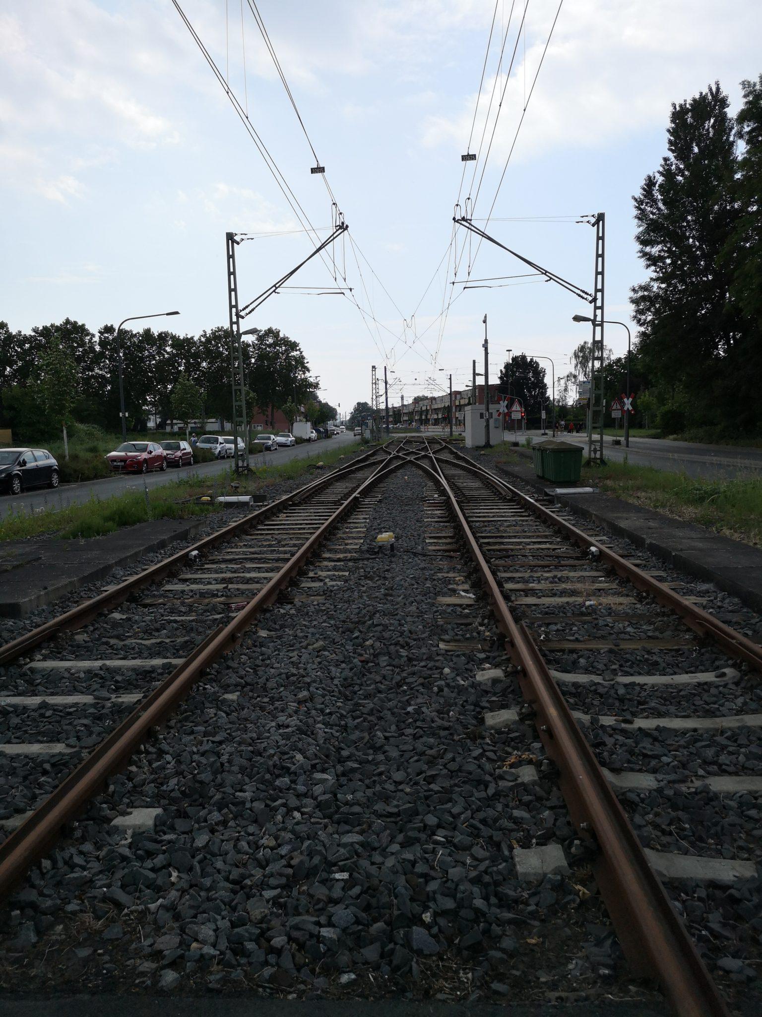 Bahn-Gucken lieben die Jungs – auch wenn keine Bahn fährt