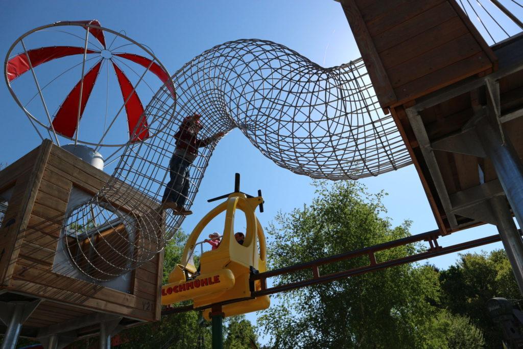 Spielplatz mit Riesenröhren