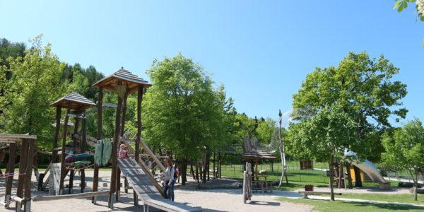 Der obere Spielplatz mit Baumwipfelpfad
