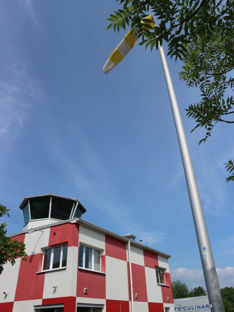 Heute weht der Wind richtig am Alten Flugplatz