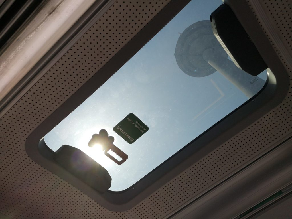 Der Ginnheimer Spargel durchs Busdachfenster - Copyright: Frankfurt mit Kids