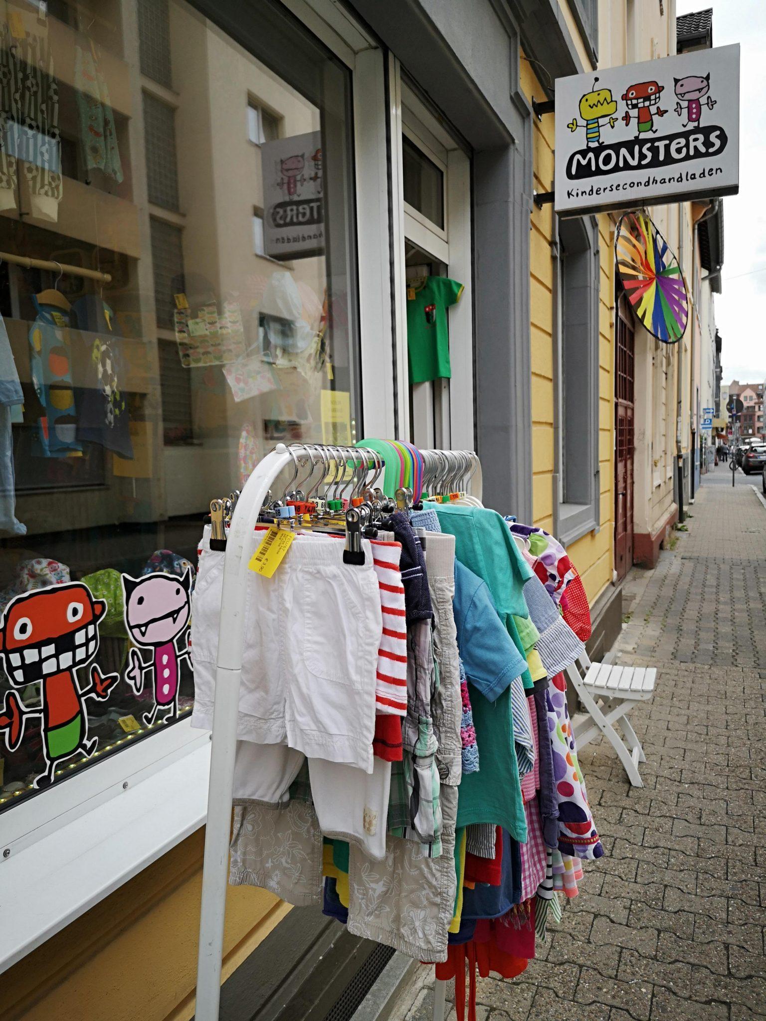 Außenansicht von Monsters Seconhandladen für Kinder