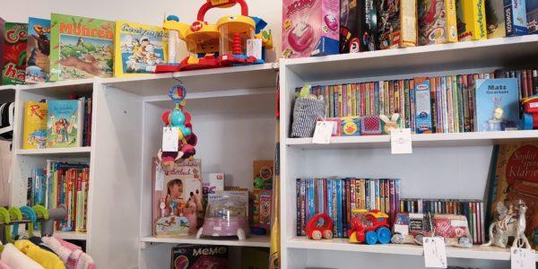 Große Auswahl an schönen Spielen, Spielzeug, DVDs und Büchern im Königskinder Secondhandladen in Neu-Isenburg