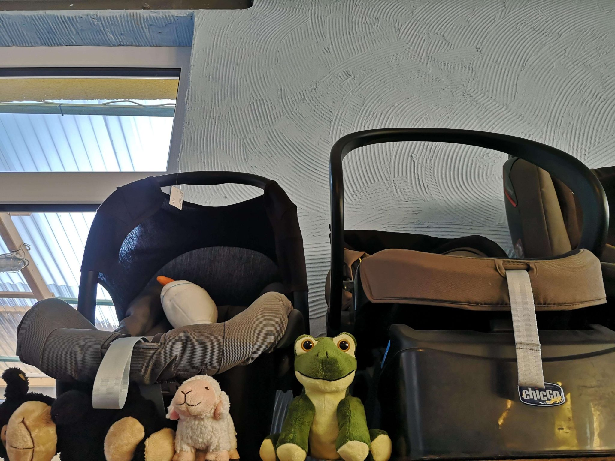 Kindersitze und Stofftiere in der Krötenkiste - Frankfurt mit Kids