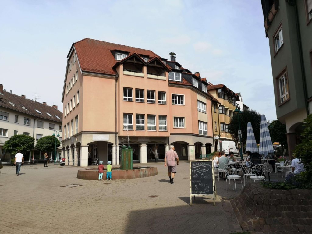 Außenansicht des Laden-Cafés Sonnenschein in Kelkheim