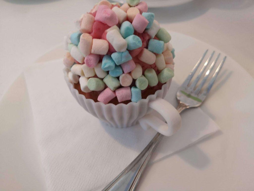 Cupcakes mit Marschmallow-Topping, wie lecker