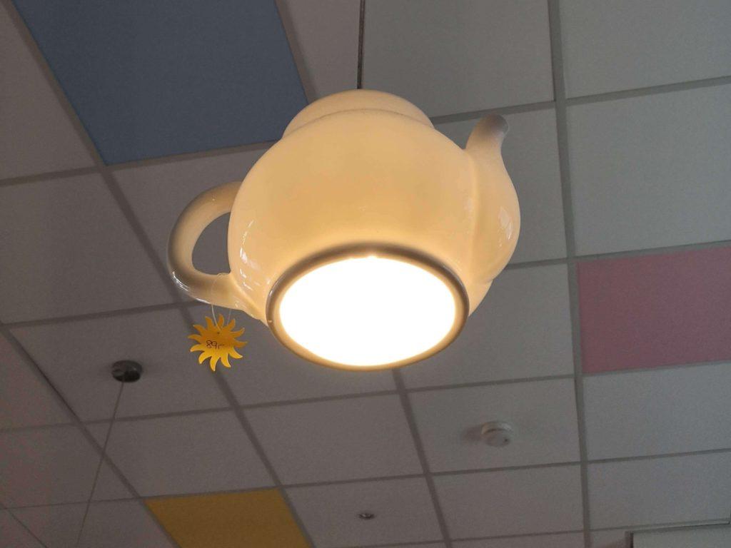 Die Deckenbeleuchtung kann gekauft werden im Laden-Café Sonnenschein in Kelkheim