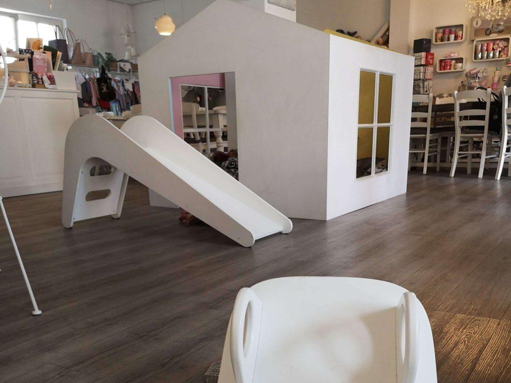 Die Spielecke für Kinder ist grandios im Laden-Café Sonnenschein in Kelkheim