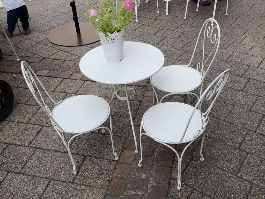 Eine Sitzgruppe für die Kleinen im Laden-Café Sonnenschein in Kelkheim