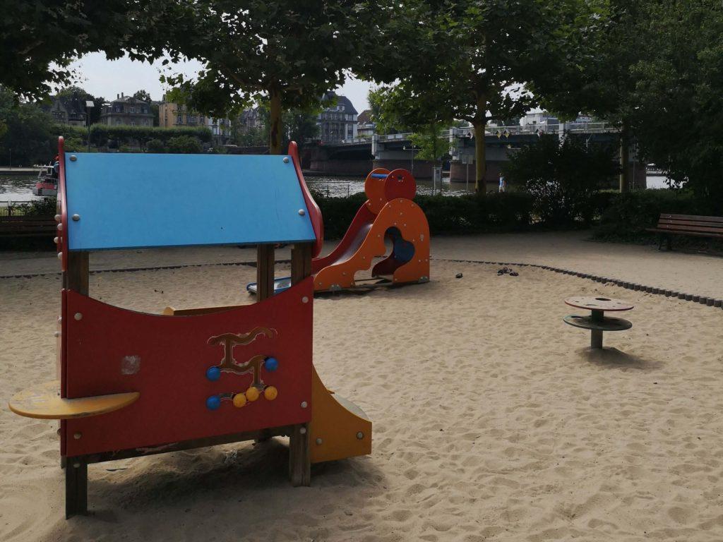Auch für die Kleinsten gibt es tolle Spielgeräte am Spielplatz an der Untermainbrücke