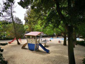 Viele Klettermöglichkeiten am Spielplatz an der Untermainbrücke