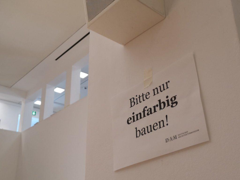 Einfarbig bauen im Deutschen Architekturmuseum