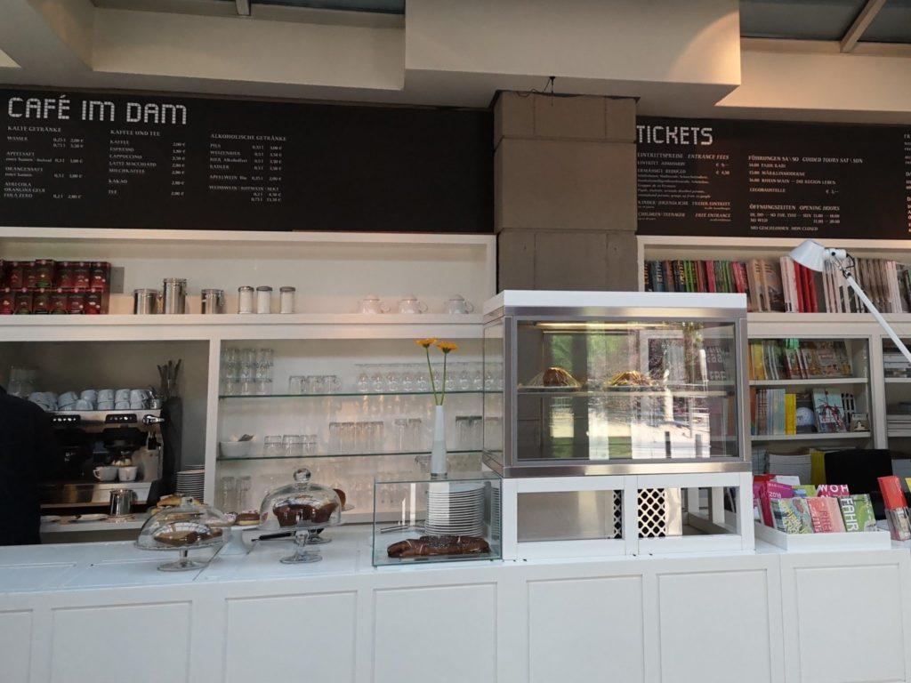 Es gibt auch ein Café im Deutschen Architekturmuseum in Frankfurt
