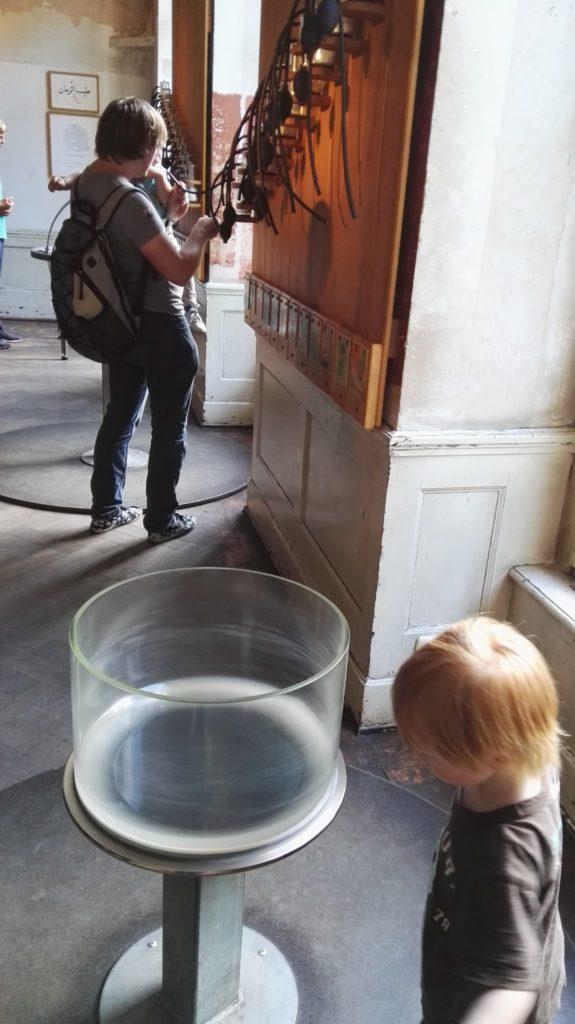 Im ersten Stock des Schloss Freudenberg gibt es noch die Möglichkeit, seinen Geruchssinn zu testen - Frankfurt mit Kids