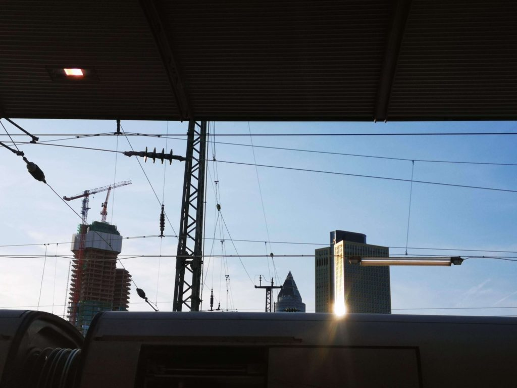 Blick auf die Skyline vom Frankfurter Hauptbahnhof - Copyright: Frankfurt mit Kids