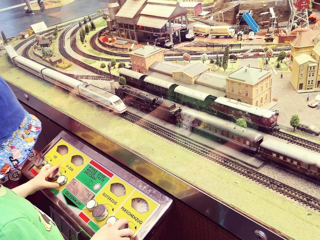 Ein Highlight für Kinder: Die Modelleisenbahn im Frankfurter Hauptbahnhof - Copyright: Frankfurt mit Kids
