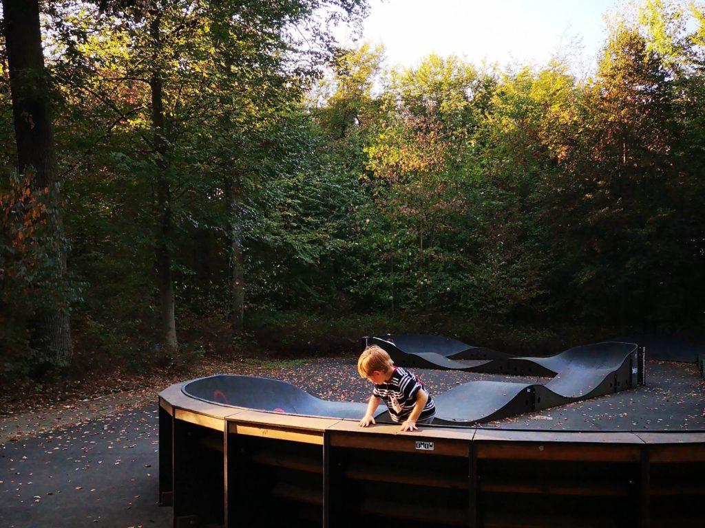 Der Pumptrack ist sehr beliebt bei den Kindern - Frankfurt mit Kids