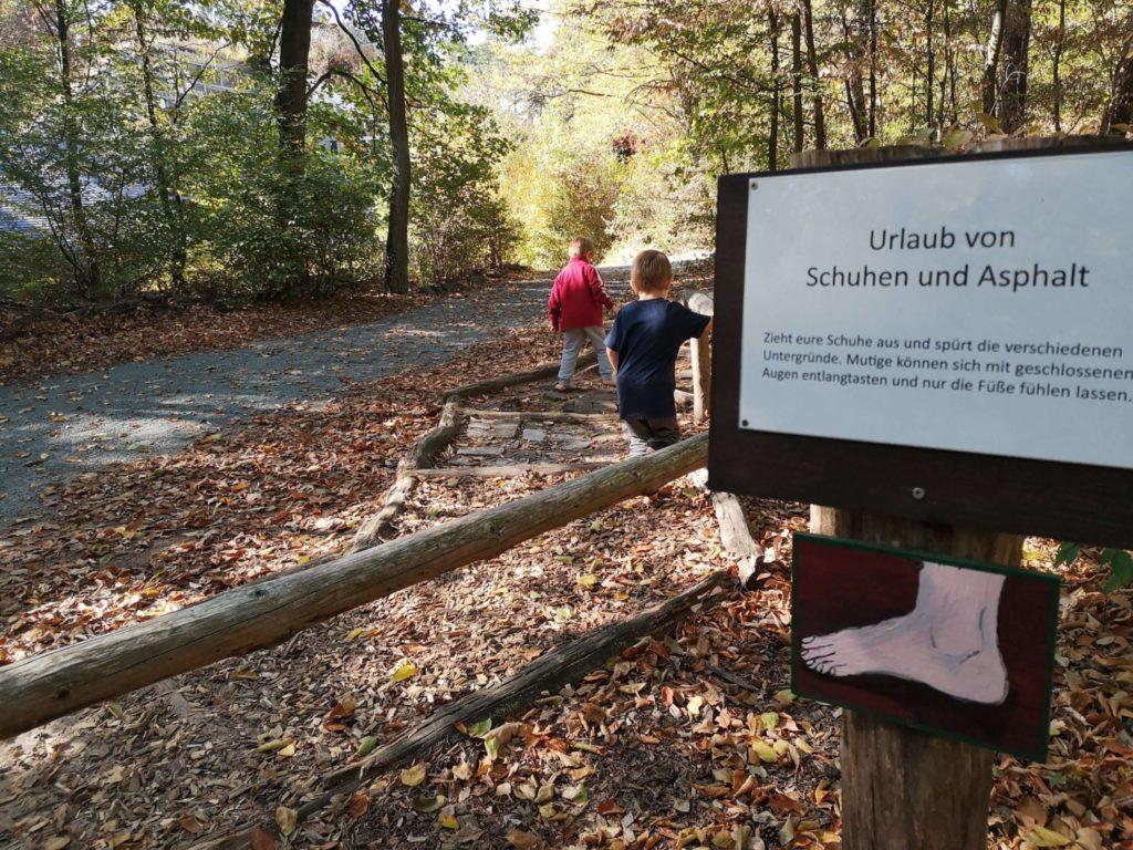 Die Füße machen Urlaub am Barfußpfad - Frankfurt mit Kids