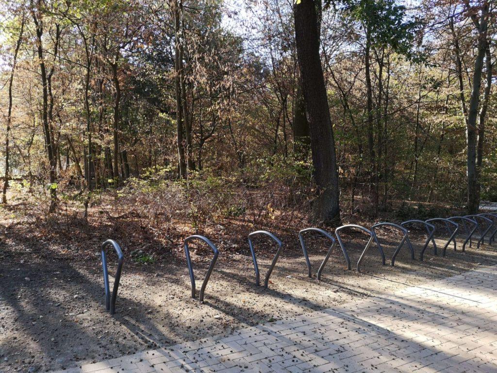 Fahrräder haben hier auch Platz Waldspielpark Tannenwald in Neu-Isenburg - Frankfurt mit Kids.jpg