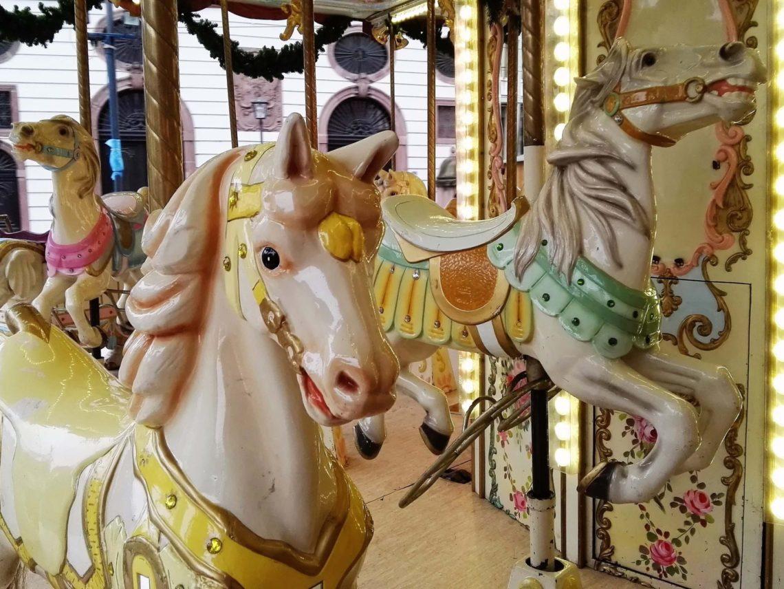 Karussell Paulskirche Weihnachtsmarkt Frankfurt