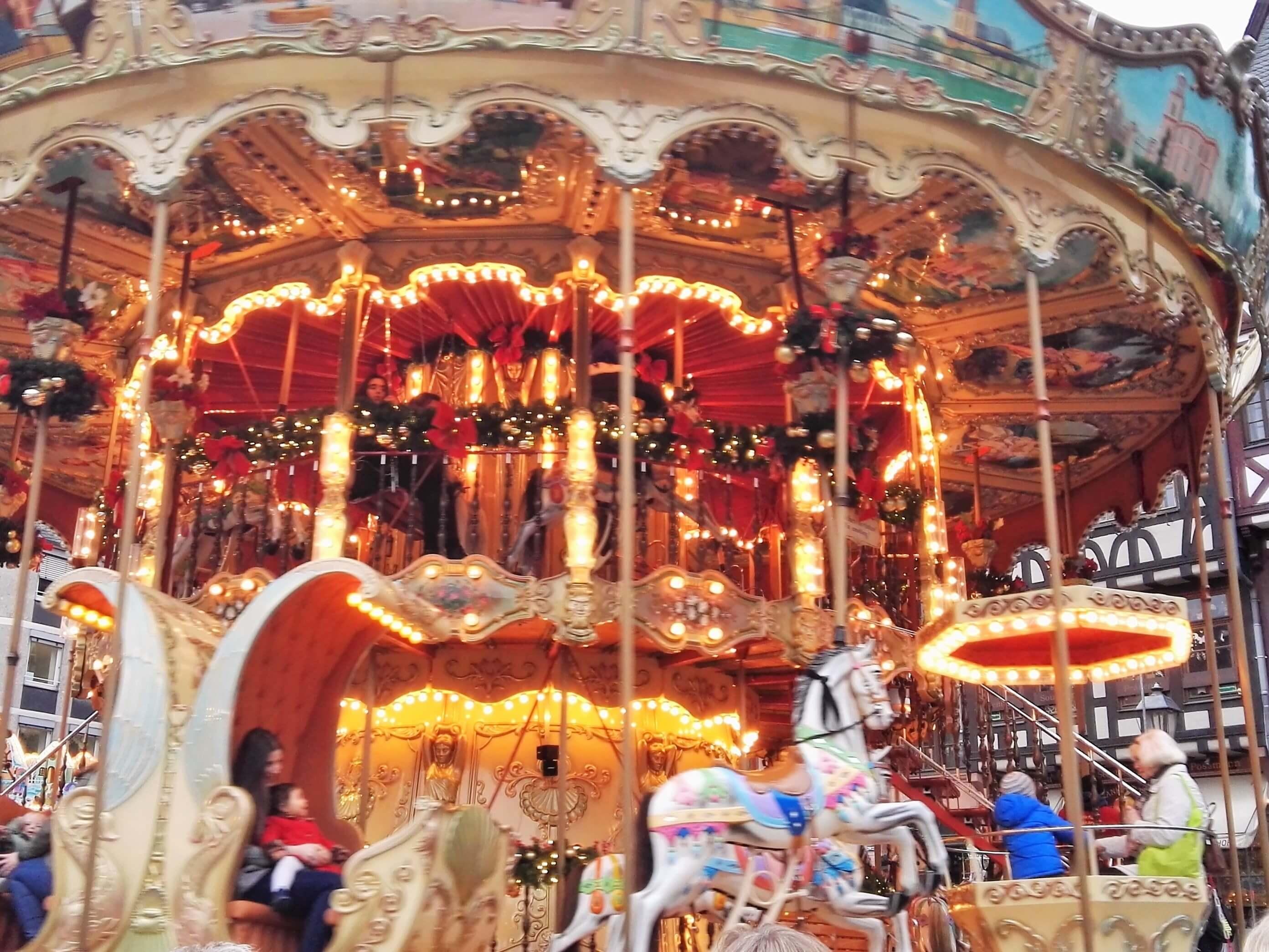 Weihnachtskarussell Römerberg - Frankfurt mit Kids