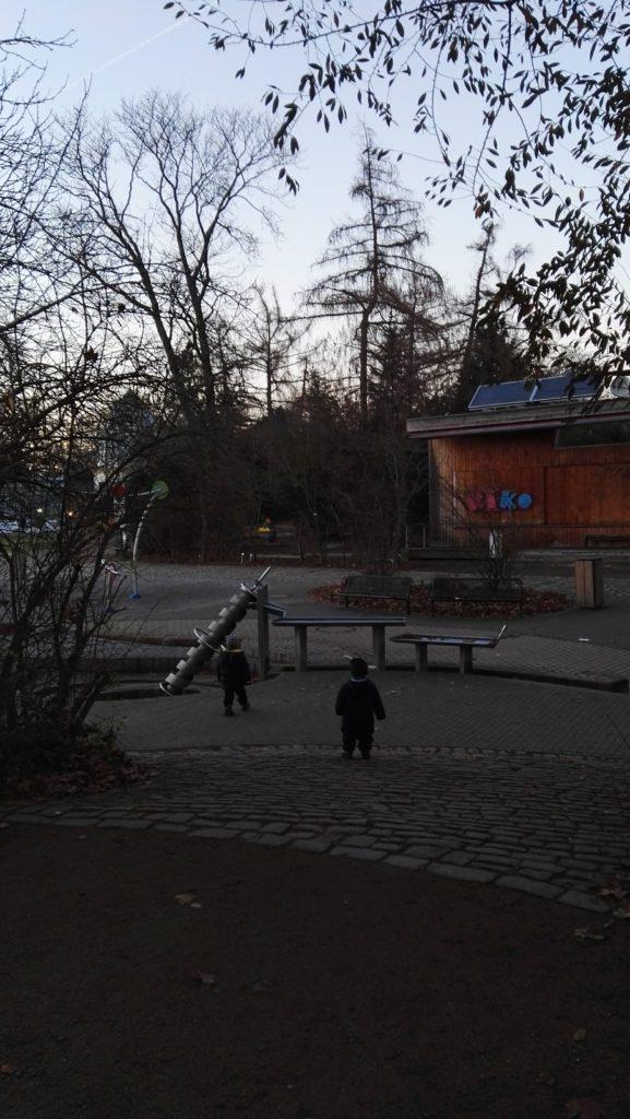 Wasserspielplatz ohne Wasser Winterlichter Palmengar