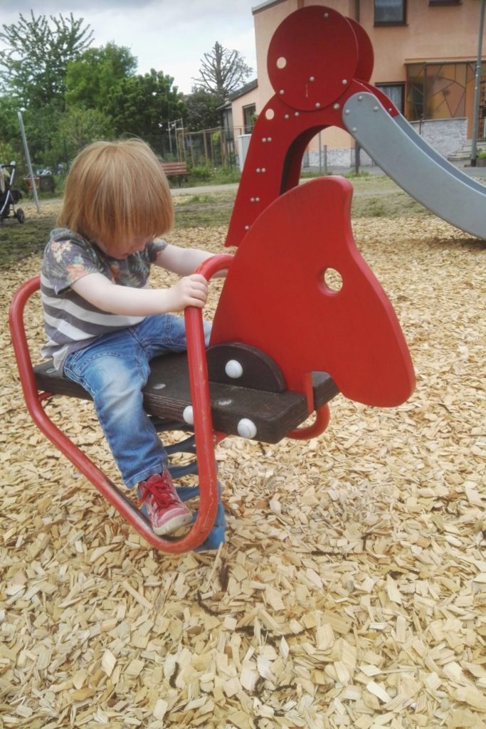 Der Kleinkind-Spielplatz am Camillo-Sitte-Weg mit Wipptier