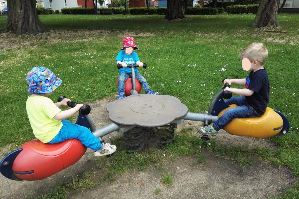 Tolles Spielgerät für gleich drei Kinder