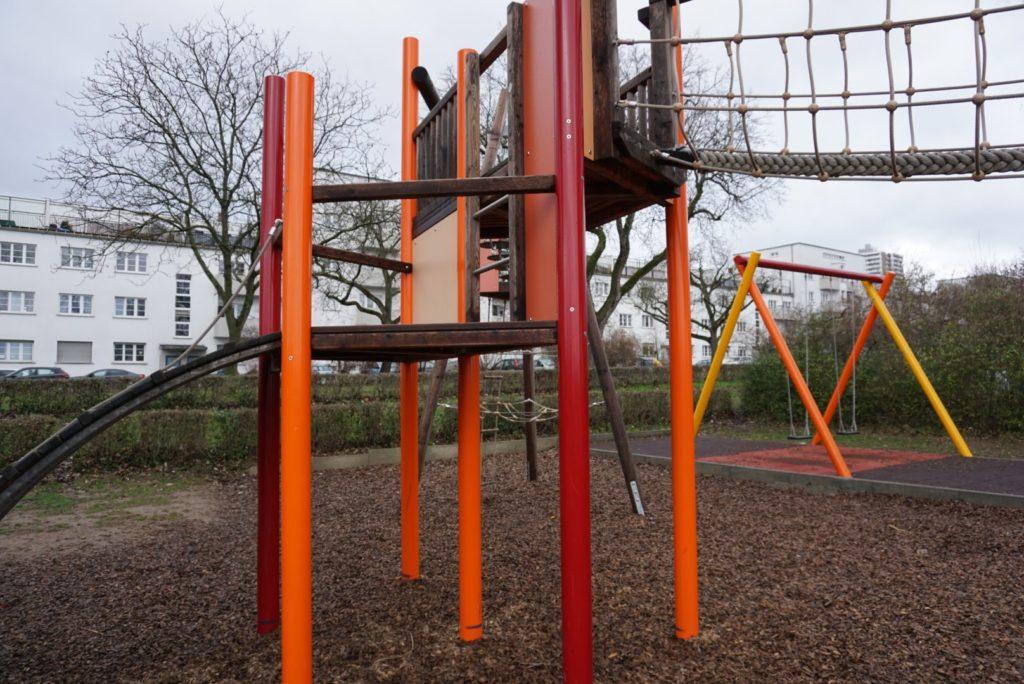 Spielplatz Kettelerallee - Schaukeln und Klettern