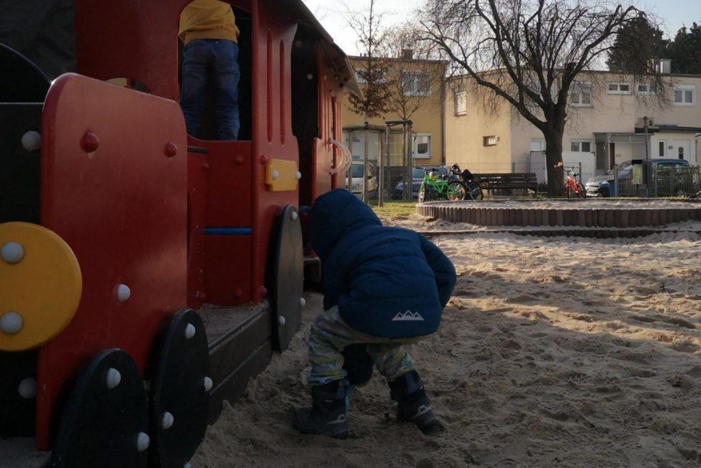 Die Bahn ist zurück auf dem Spielplatz im Camillo-Sitte-Weg Praunheim