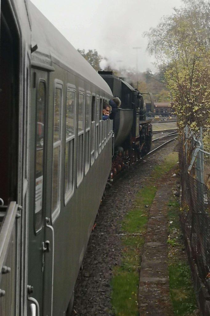 Eine historische Eisenbahn durch Frankfurt sieht man nicht alle Tage