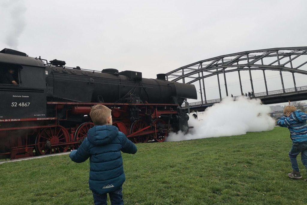 Mit der Dampflok durch Frankfurt