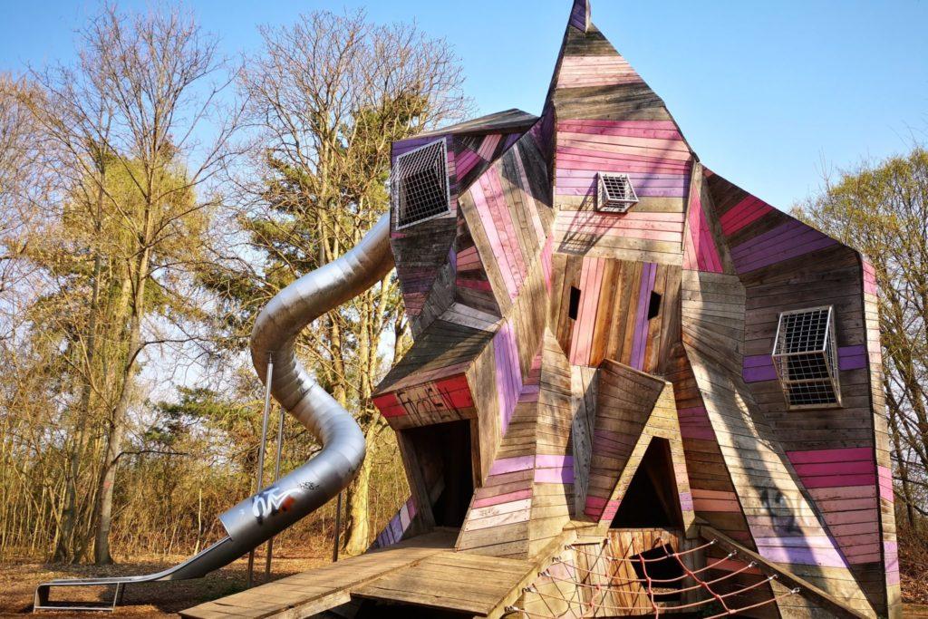 Das Highlight auf dem Abenteuerspielplatz in bad Nauheim: Kristallturm mit Riesenrutsche