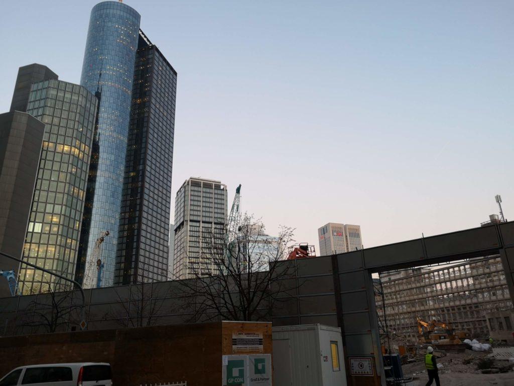 Baustelle mitten in Frankfurts Skyline