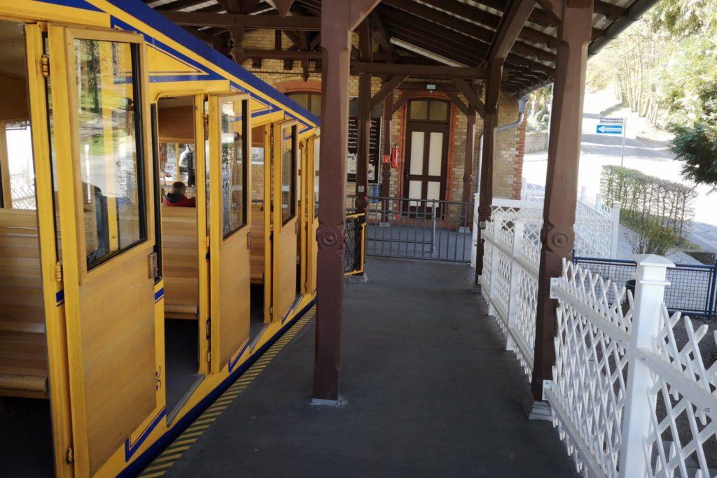Einstieg in die Nerobergbahn in Wiesbaden
