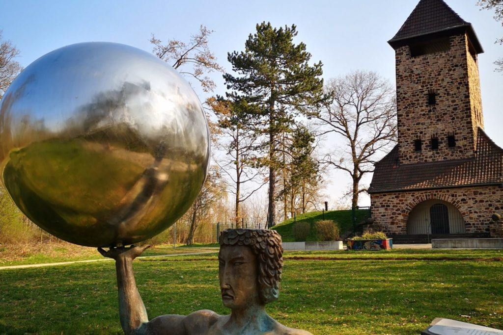 Die Sonne und der Turm Planetenwanderweg Goldsteinpark