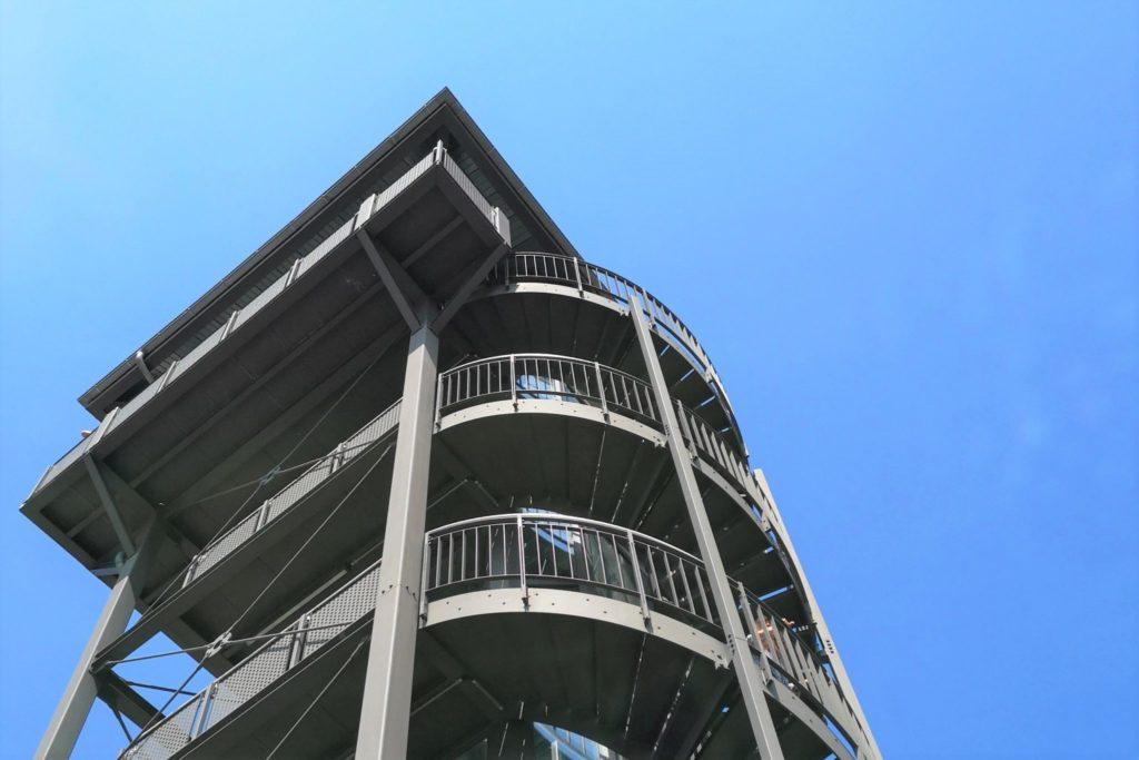Ein tolles Bauwerk mit grandiosem Weitblick an klaren Tagen vom Limes-Turm der Raststätte Taunusblick