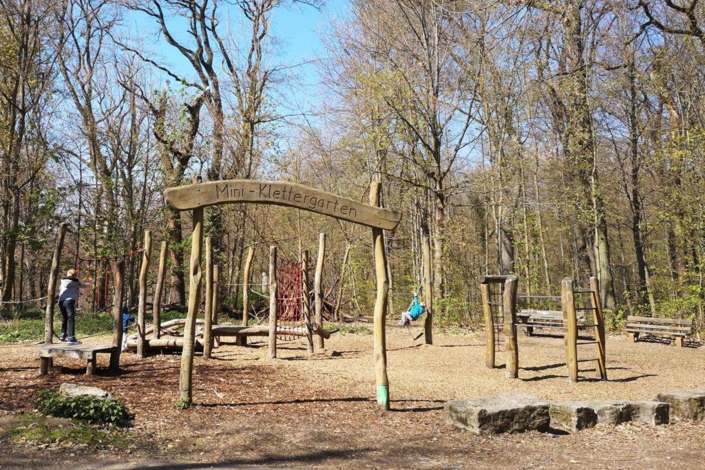 Ein Kletter-Spielplatz für die Kleinen auf dem Neroberg in Wiesbaden