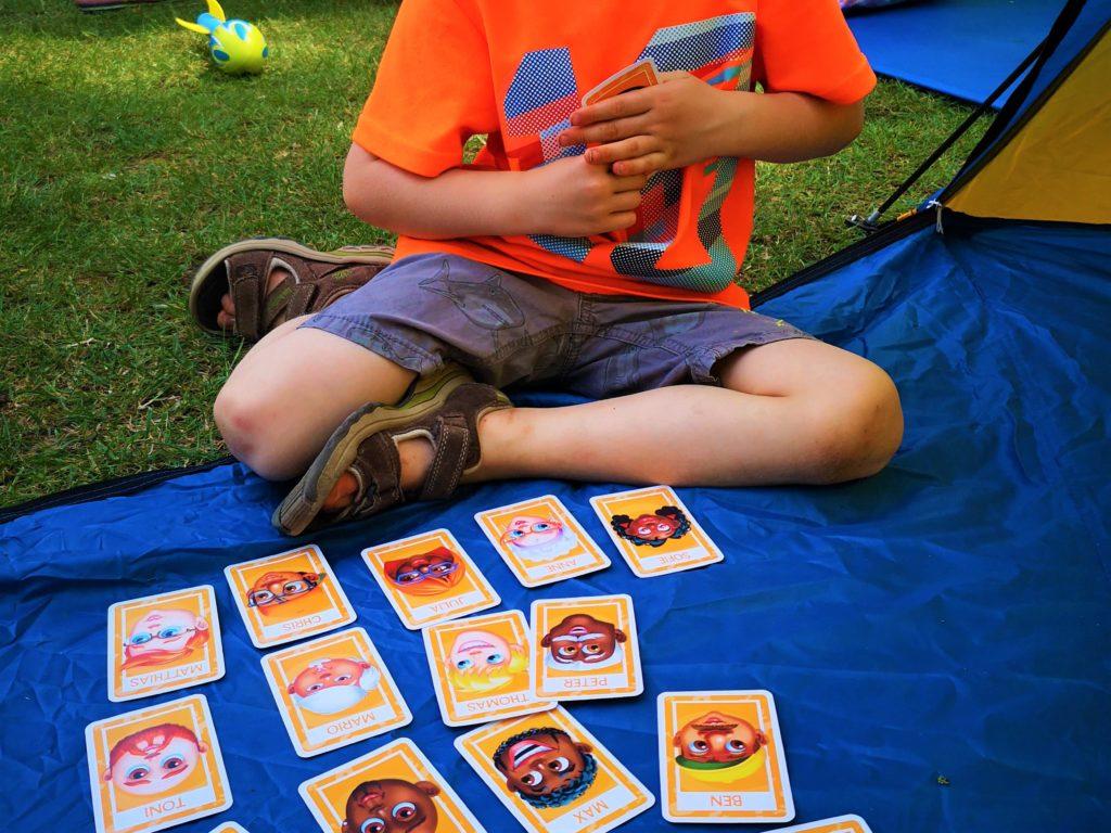 Kartenspielen macht Groß und Klein Spaß