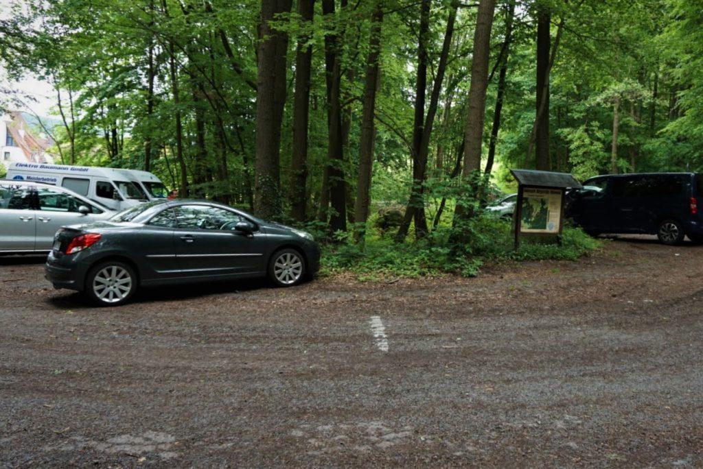 Kostenloser Parkplatz am kleinen Felsenmeer
