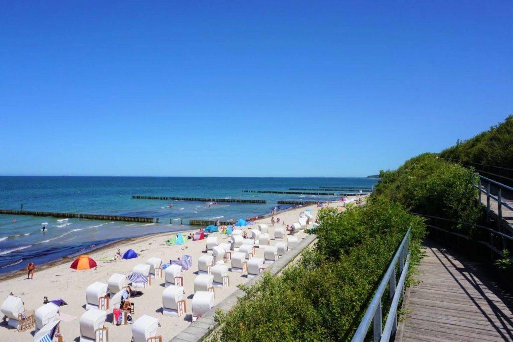 Nienhagen Strand mit Strandkörben an der Ostsee perfekt für die Ostsee mit Kindern