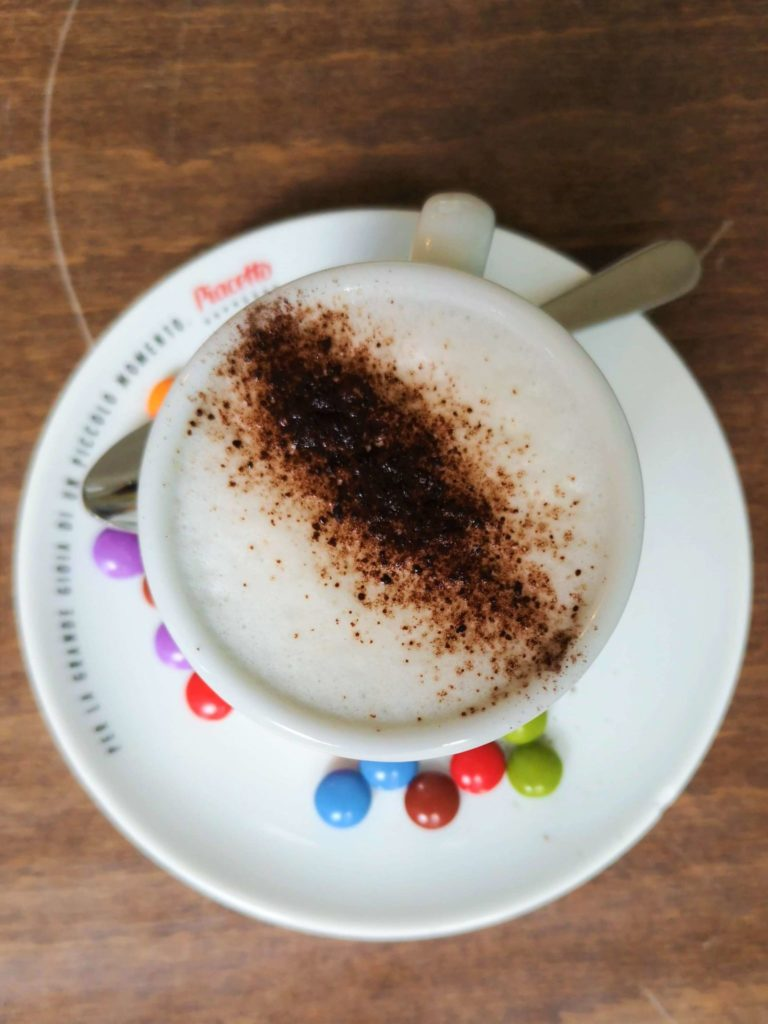Baby Cappucino und Smarties im Café Glücklich