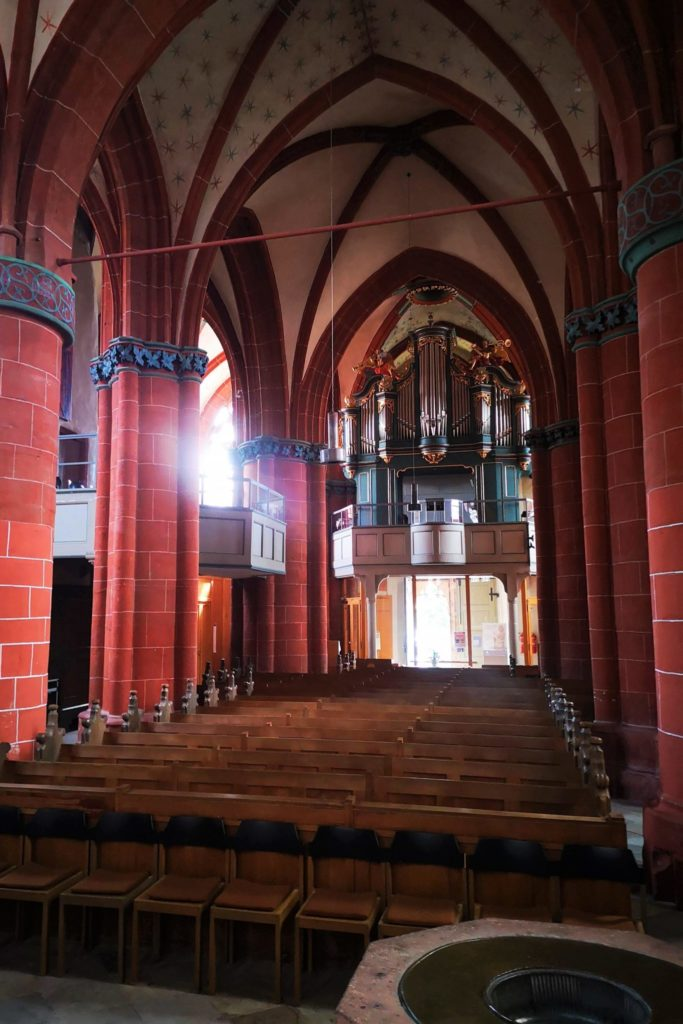 Schöner Blick auf die Orgel der Evgangelischen Kirche Schotten