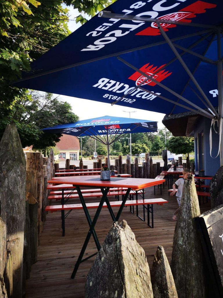 Sitzmöglichkeiten Fischpavillon Dierhagen
