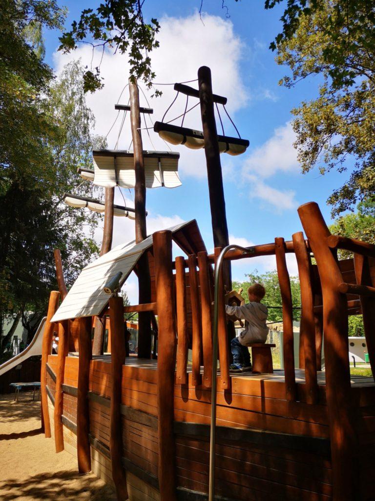 Spielplatz-Schiff im Zoo Rostock
