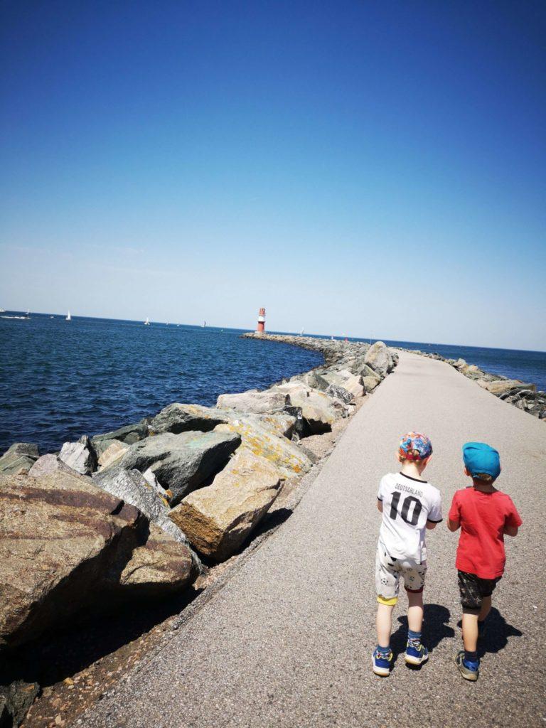 Leuchttürme gehören zur Ostsee mit Kindern