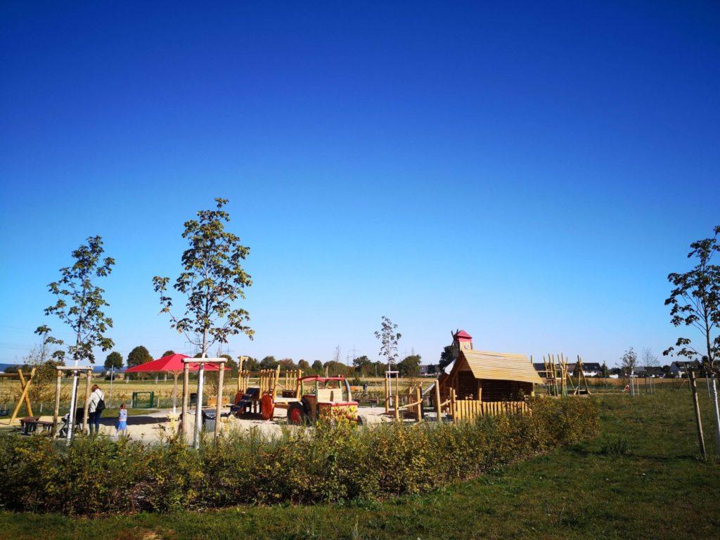 Überischt Bauernhof Spielplatz Riedberg