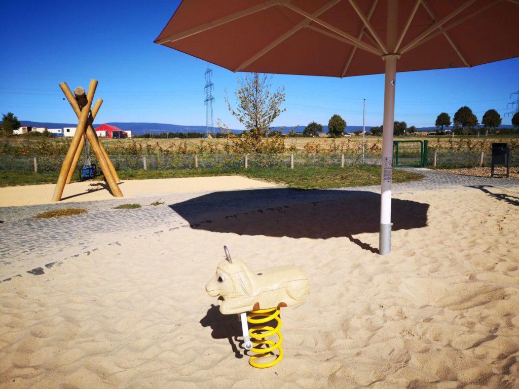 Sandkasten Bauernhof Spielplatz Riedberg