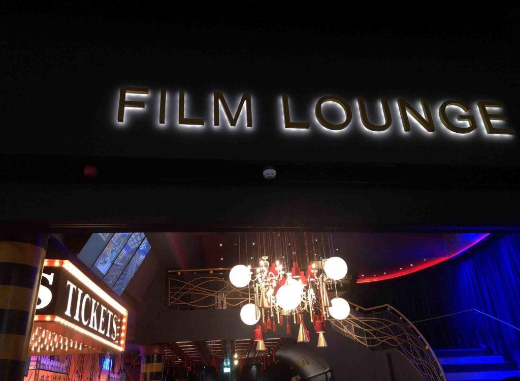Eingang Lounge Kino Astor Filmlounge