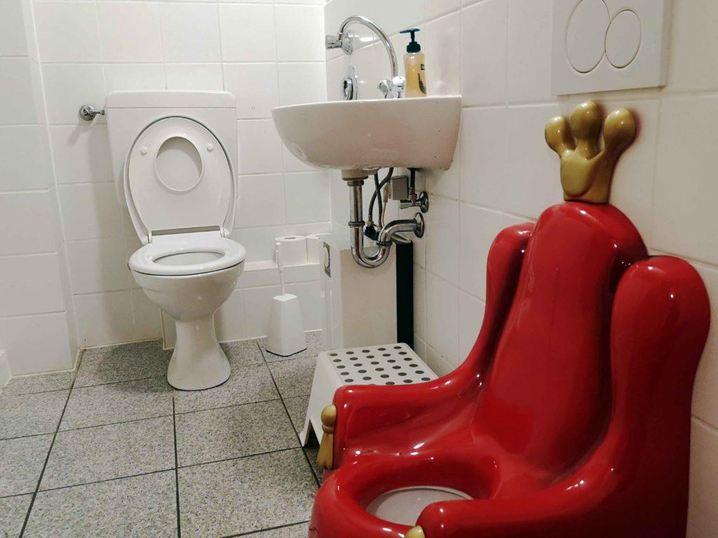 Kindertoilette mit Krone